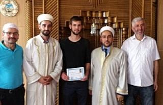 Müslüman olan Alman Michael, Mikail ismini aldı