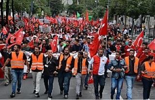 Viyana'da binlerce kişi teröre karşı yürüdü