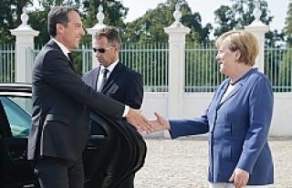 ''Bayan Merkel, Avusturya'nın iç siyasetini...