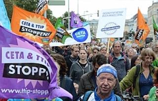 Viyana'da binlerce kişi o anlaşmayı protesto...