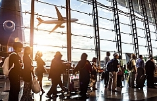 876 uçuş iptal edildi, 100 bin yolcu etkilenecek