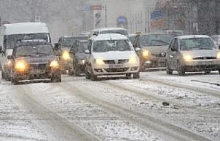 Avusturya'da yılın ilk karı, o eyalette trafiği...