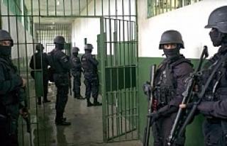 Brezilya'da 26 mahkumun boğazını kestiler!
