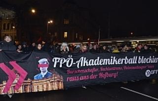 Viyana'da 'Balo' gerginliği