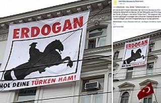 Türkiye'nin Viyana Büyükelçiliğine pankartlı...