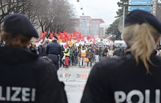 Viyana'da binlerce kişi ırkçılığa karşı...