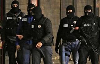 Paris'te Silahlı Saldırı: 1 Polis Hayatını...