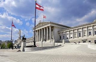 Avusturyalıların çoğu bu iki partiyi koalisyonda...