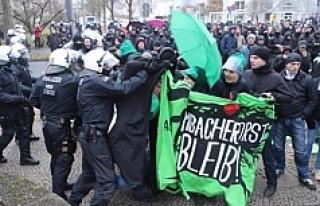 Almanya'da protestoya polis müdahalesi