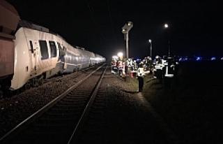 Almanya'da yük treni ile yolcu treni çarpıştı:...