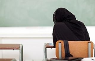 Almanya'da başörtülü öğretmene tazminat