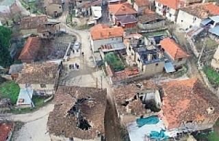 Bu köyde evlere tek bir çivi bile çakmak yasak!