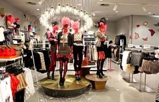 Irkçılıkla suçlanan moda devi mağazalarını...