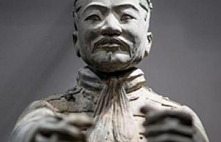 4.5 milyon dolarlık heykelin parmağını koparıp...