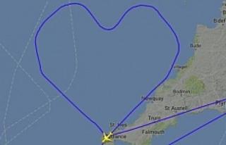 Aşık pilot, aşkı için gökyüzünde kalp rotası...