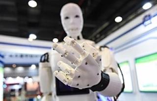 Japonya'da yaşlıların yüzde 80'ine robotlar...