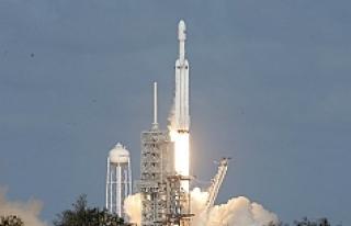 SpaceX dünyanın en güçlü roketini fırlattı!