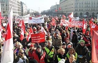Almanya'da kamu çalışanlarından uyarı grevi:...