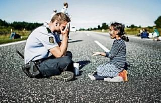 Küçük mülteci kız sınır dışı edilme korkusuyla...