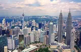 Malezyalılar ülkenin borcu için 9 milyon dolar...