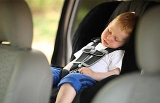VİDEO - Otomobilde mahsur kalan bebeği oto hırsızı...