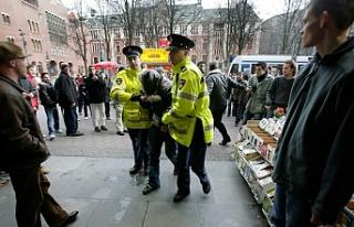 Hollanda'da Müslüman ailenin evine ırkçı...