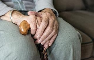 102 yaşında kadın 92 yaşındaki oda komşusunu...