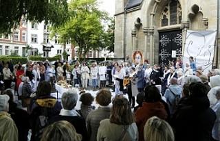 Alman kadınlar 'kilise grevine' başladı!