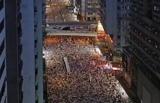 Yüz binler Çin'e karşı sokakta