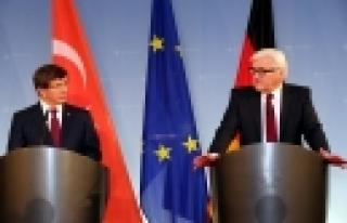 ''Ahmet Davutoğlu, Steinmeier'le Görüştü''