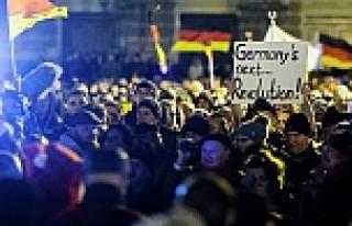 Almanya'daki Türk siyasetçilerden PEGIDA eylemlerine...