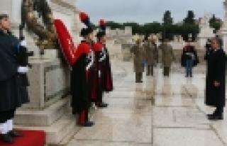 ''Cumhurbaşkanı Gül Meçhul Asker Anıtı'na çelenk...