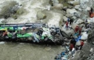 ''Nepal'de otobüs faciası: 14 ölü''