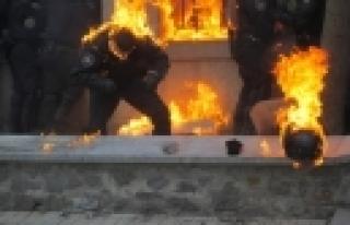 ''Ukrayna'da sokak çatışmasında 3 kişi öldü''