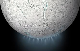 """Satürn'ün uydusu Enseladus'ta """"yaşam"""" ihtimali"""