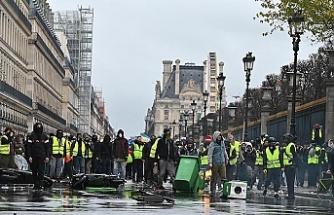 Fransa'da Başbakan, Sarı Yelekler heyetiyle görüşecek, Meclis ve Senato, protestoları ele alacak
