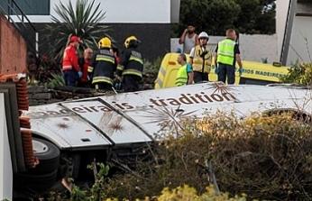 Alman turistleri taşıyan otobüs devrildi: 29 ölü