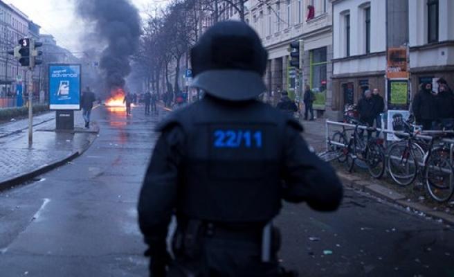 Almanya'da aşırı sağcılar terör estiriyor!