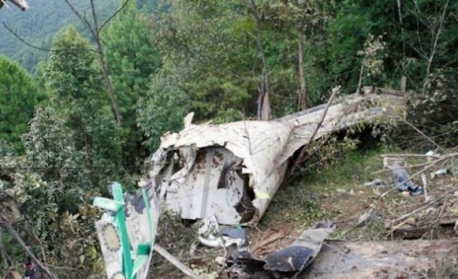 Hindistan'da Yeni Delhi'de uçak düştü!