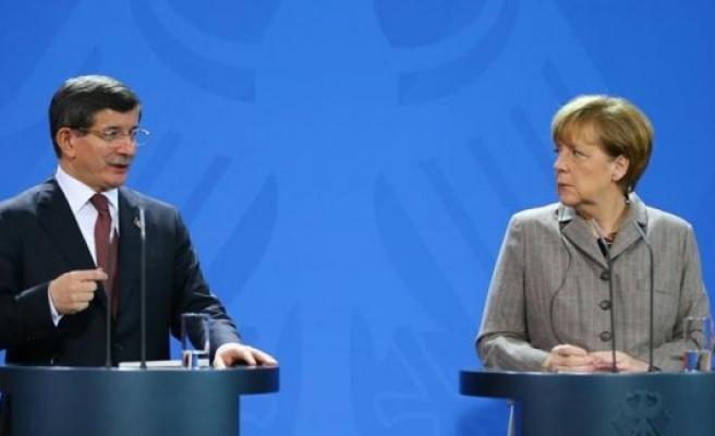 Davutoğlu: 'Hayatını kaybeden 10 kişiden 9'u Alman'