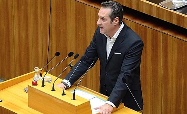 Strache'den salvolar: Açtı ağzını, yumdu gözünü