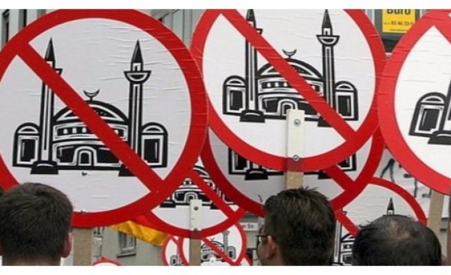 Avusturya'da ırkçı saldırılar üç kat arttı