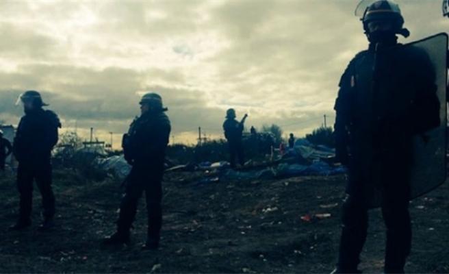 Fransız polisi sığınmacı kampını yerle bir etti