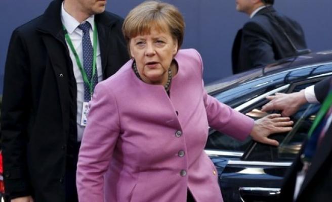 Merkel Azez'i işaret etti
