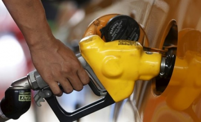 O ülkede benzine 60 kat zam