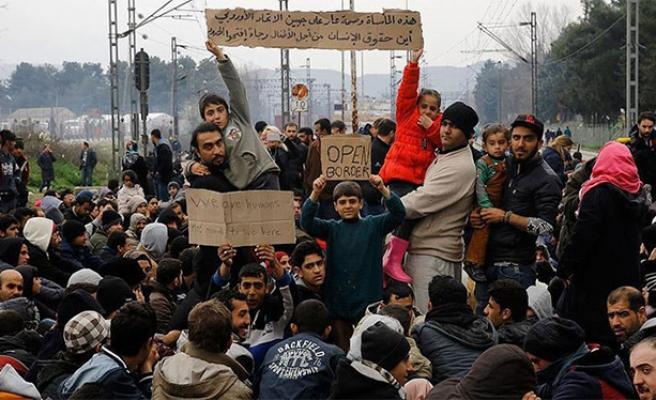 Sığınmacıların Makedonya-Yunanistan sınırındaki bekleyişi sürüyor