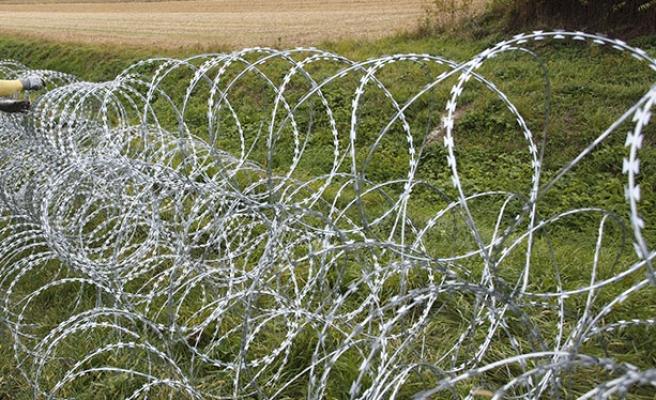 Sınır kontrolleri, Avusturya'nın dış dünya ile bağlantısını koparıyor