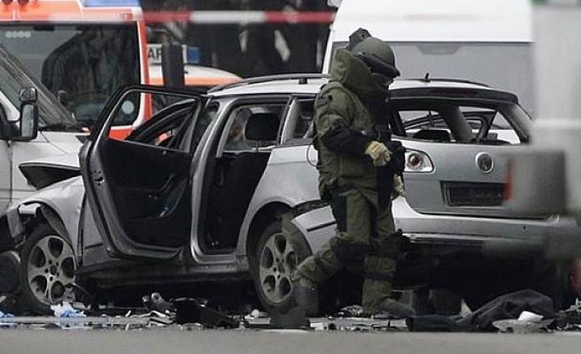 Almanya'nın başkenti Berlin'in merkezinde bombalı araç patladı