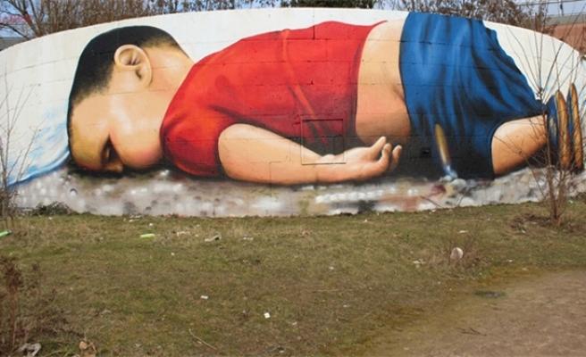 Aylan bebek Frankfurt'ta böyle resmedildi