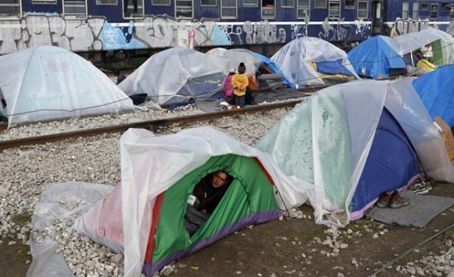 İdomeni'de sığınmacıların çaresiz bekleyişi